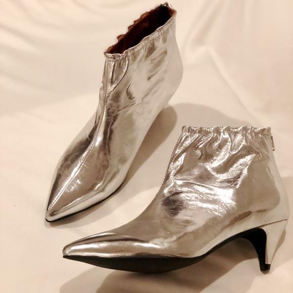 00198ba83b9 Jeffrey Campbell Shoes - NWOT⭐️JEFFERY CAMPELL silver booties sz9.